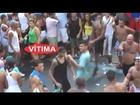 Homem acerta voadora em Mulher que não estava brigando. Carnaval 2013 PSY